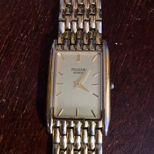 Vintage gold plated men's quartz pulsar watch